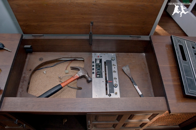 Old House Crazy - DIY - Restore an Old Stereo Console - Breaking Down the Console