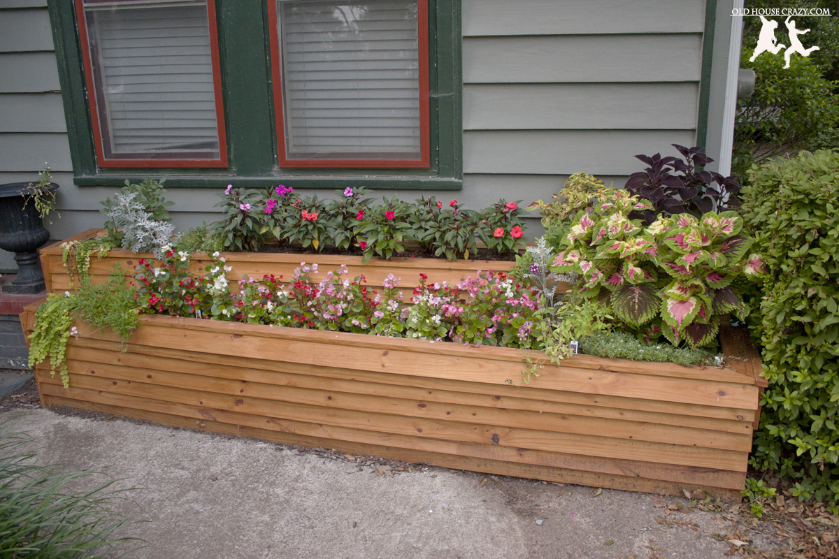 build a custom two tiered flower planter diy add curb appeal old house crazy. Black Bedroom Furniture Sets. Home Design Ideas